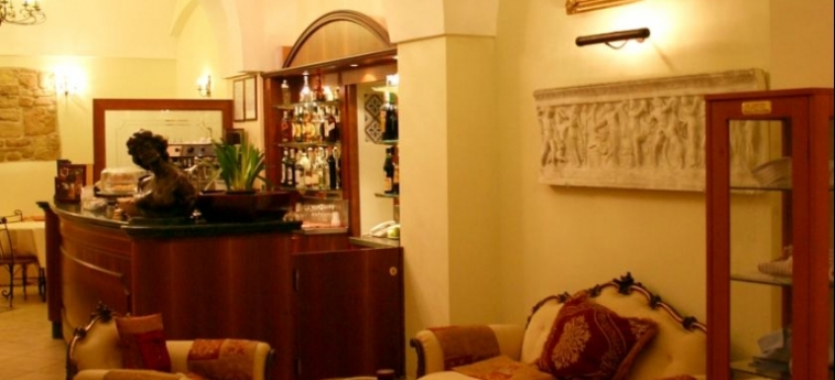 Akropolis – Museum Hotel: Indoor Bar TARANTO