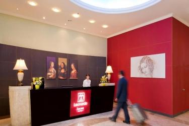 Hotel Leonardo Suite By The Beach: Lobby TEL AVIV