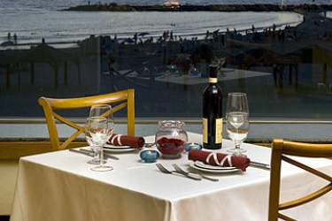 Hotel Renaissance Tel Aviv: Restaurant Exterior TEL AVIV