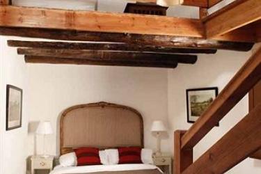 Hotel Rusticae Mas De La Serra: Cour de Recreation TERUEL