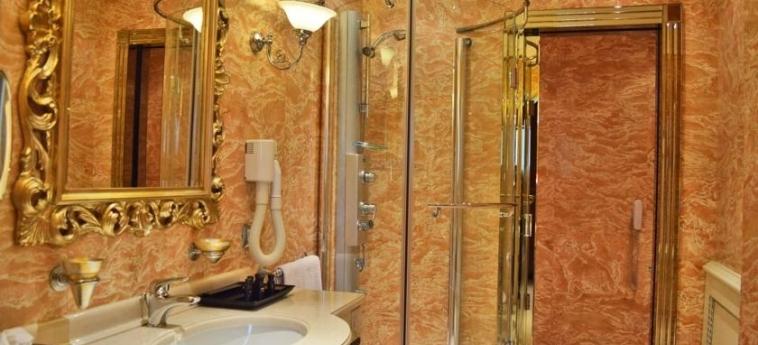 Hotel Xheko Imperial: Cuarto de Baño TIRANA