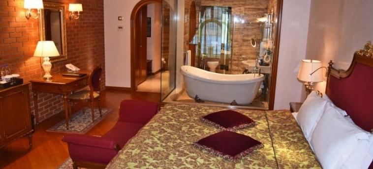Hotel Xheko Imperial: Chambre TIRANA