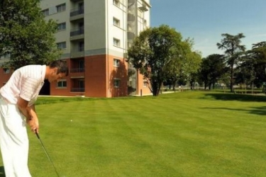 Zenitude Hotel & Residences Le Parc De L'escale: Champ de Golf TOULOUSE