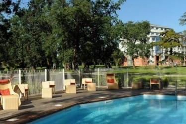 Zenitude Hotel & Residences Le Parc De L'escale: Swimming Pool TOULOUSE