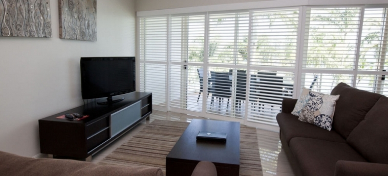 Australis Mariners North Holiday Apartments: Junior Suite Deluxe Room TOWNSVILLE - QUEENSLAND
