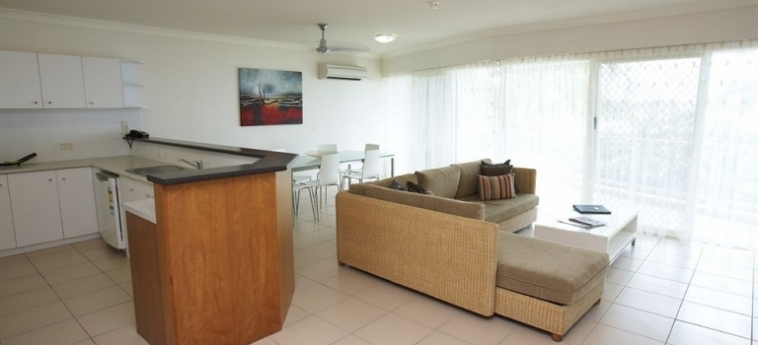Australis Mariners North Holiday Apartments: Living Room TOWNSVILLE - QUEENSLAND