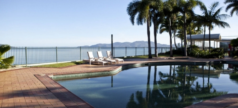 Australis Mariners North Holiday Apartments: Outdoor Swimmingpool TOWNSVILLE - QUEENSLAND