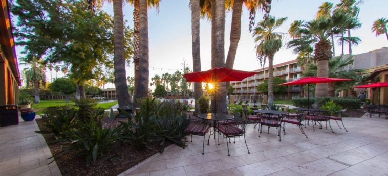 Hotel Tucson City Center: Outdoor Restaurant TUCSON (AZ)
