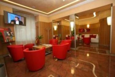 Hotel Le Petit: Hall TURIN