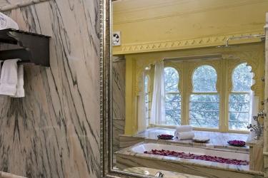 Hotel Chunda Palace: Lababo del baño UDAIPUR
