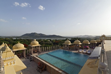 Hotel Chunda Palace: Piscina al aire libre UDAIPUR