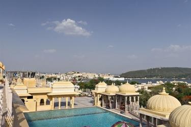 Hotel Chunda Palace: Piscina Exterior UDAIPUR