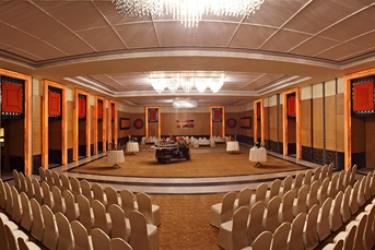 Hotel Radisson Blu Udaipur Resort & Spa: Zona giorno UDAIPUR