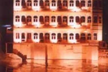 Hotel Sarovar On Pichola: Exterior UDAIPUR