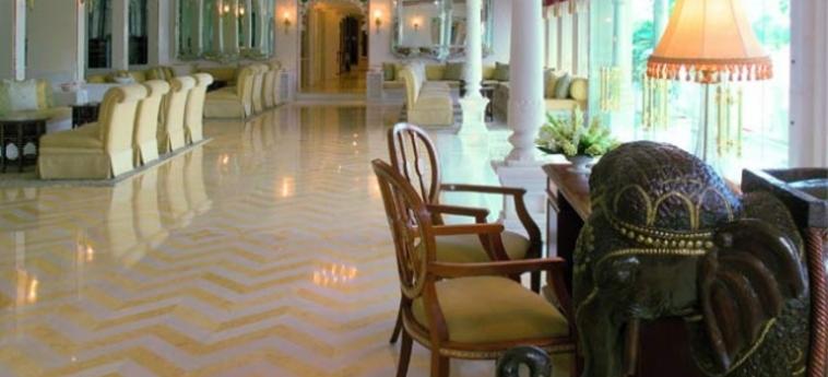 Hotel Taj Lake Palace: Lobby UDAIPUR