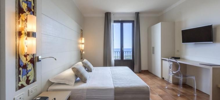 Hotel Parco Degli Aromi Resort & Spa: Bedroom VALDERICE - TRAPANI