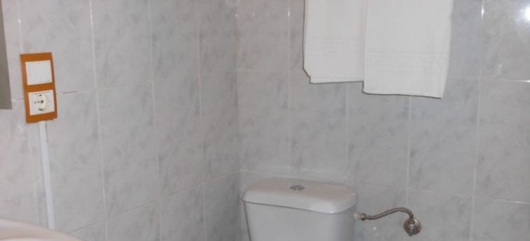 Pension Alicante: Bathroom VALENCIA