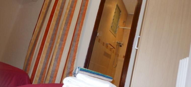 Pension Alicante: Suite Room VALENCIA