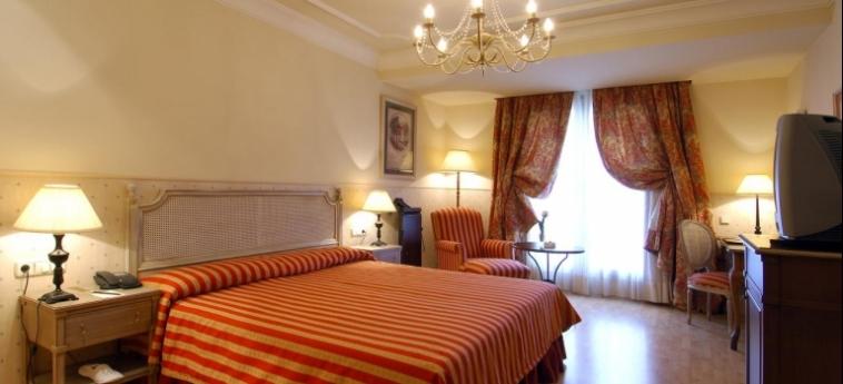 Hotel Vincci Lys: Schlafzimmer VALENCIA