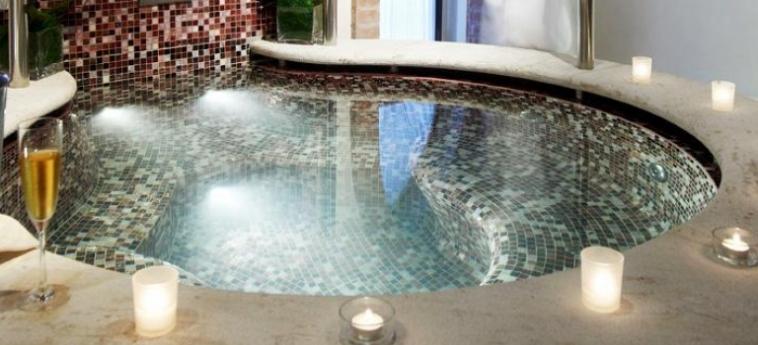Hotel Hilton Molino Stucky: Jacuzzi VENECIA