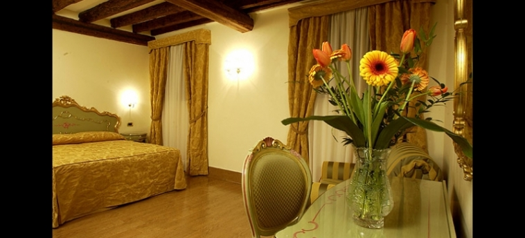 Hotel Al Ponte Mocenigo: Camera Classic VENEZIA