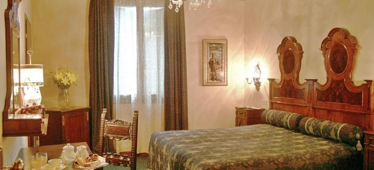 Hotel Palazzo Priuli: Camera Superior VENEZIA
