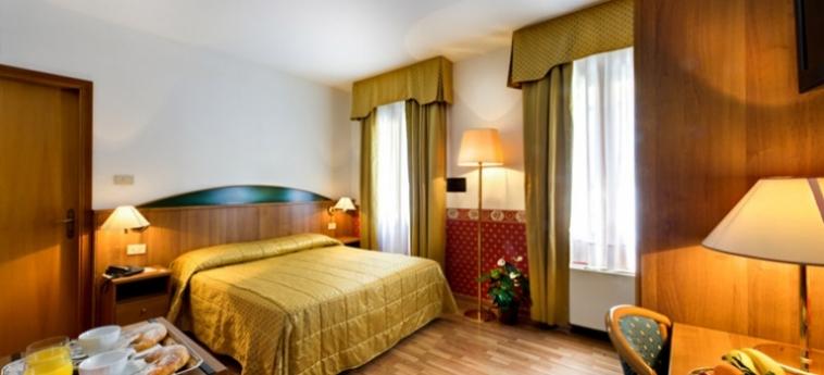 Hotel Al Vivit: Bedroom VENICE - MESTRE