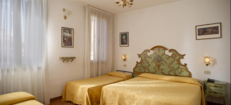 Hotel Al Nuovo Teson: Chambre Triple VENISE