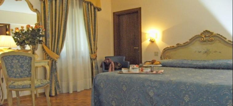 Hotel Royal San Marco: Chambre classique VENISE