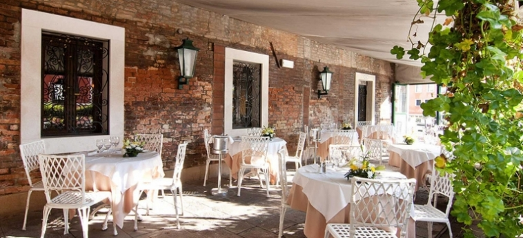 Hotel Continental, Bw Premier Collection: Restaurant Exterior VENISE