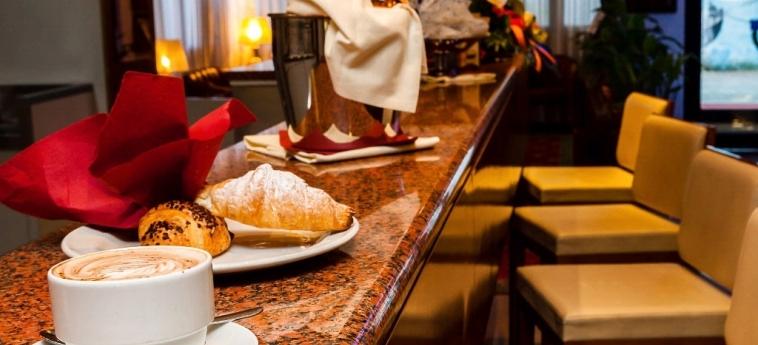 Hotel Maxim: Petit Déjeuner VERONE