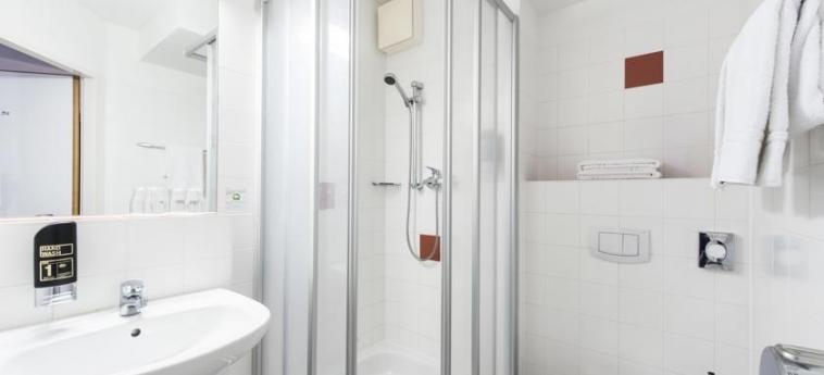 Azimut Hotel Vienna: Bathroom VIENNA
