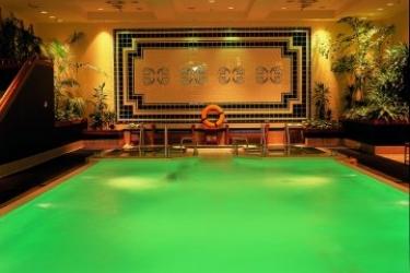 Hotel Warsaw Marriott: Außenschwimmbad WARSCHAU