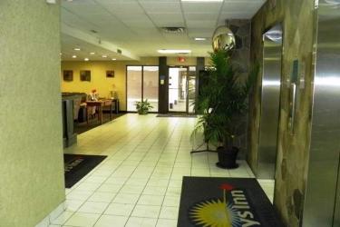Hotel Quality Inn & Suites Downtown Windsor: Lobby WINDSOR - ONTARIO