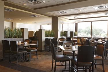 Hotel Ramada Winnipeg Airport Viscount Gort: Restaurant WINNIPEG
