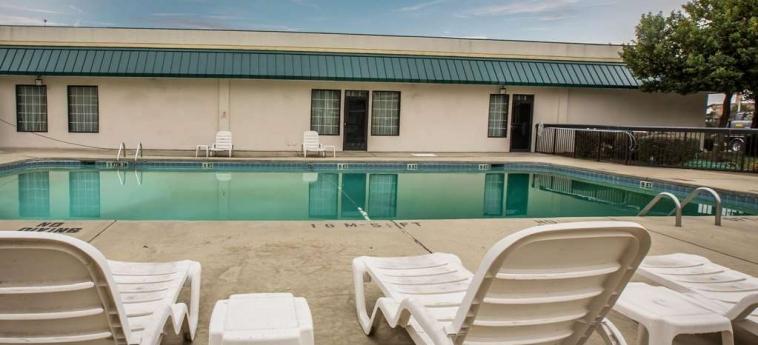 Hotel Quality Inn & Suites: Piscina WINSTON SALEM (NC)