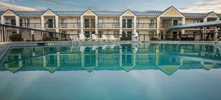 Hotel Quality Inn & Suites: Swimming Pool WINSTON SALEM (NC)