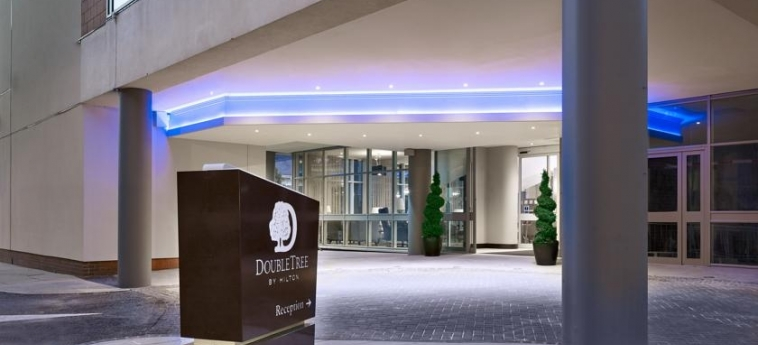 Doubletree By Hilton Hotel Woking: Eingang WOKING
