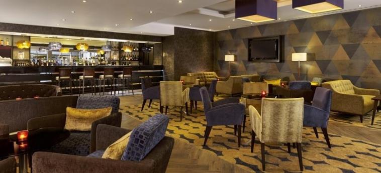 Doubletree By Hilton Hotel Woking: Innen Bar WOKING