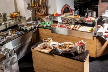 Aktivhotel Tuxerhof: Espace petit-déjeuner ZELL AM ZILLER