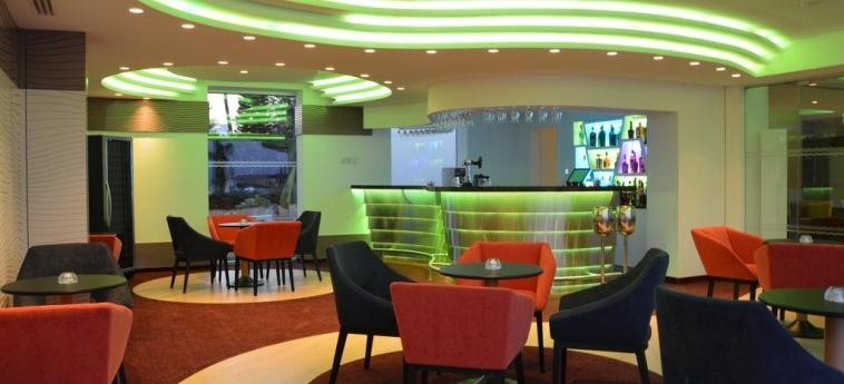 Hotel Vassos Nissi Plage: Bar ZYPERN