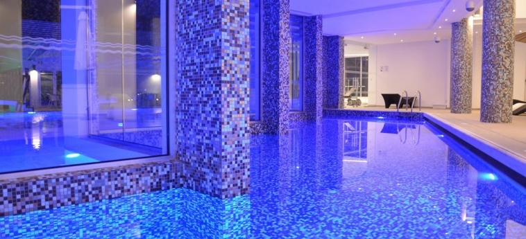 Hotel Vassos Nissi Plage: Innenschwimmbad ZYPERN