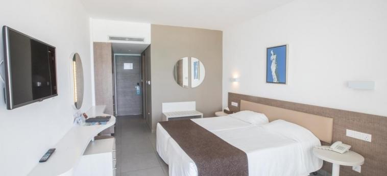Hotel Vassos Nissi Plage: Schlafzimmer ZYPERN
